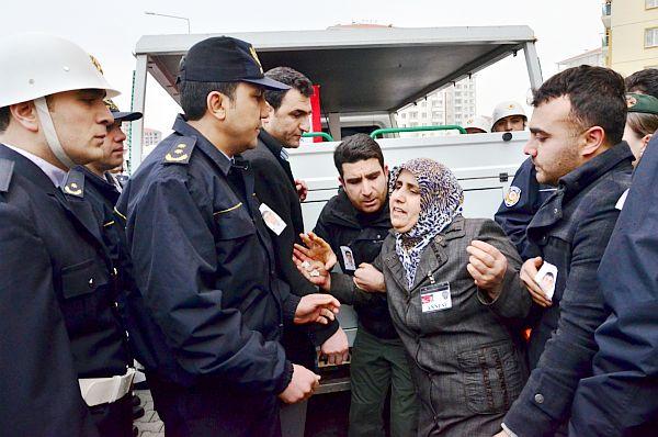 ŞEHİT POLİS, BABA OCAĞINA HELALLİK İÇİN SON KEZ GETİRİLDİ