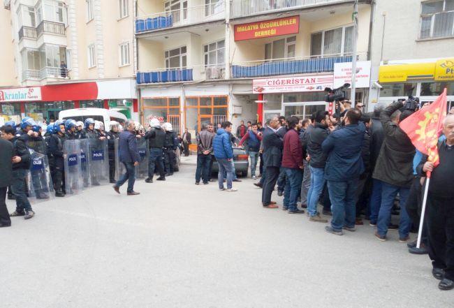 POLİS EKİPLERİ GRUBUN YÜRÜMESİNE İZİN VERMEDİ. (İHA/MALATYA-İHA)
