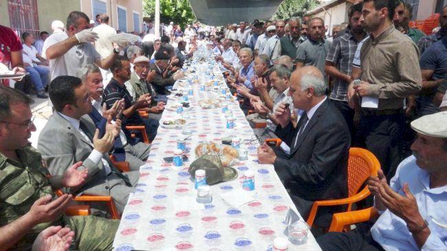 GEÇEN SENE ŞIRNAK'TA PKK'LI TERÖRİSTLER TARAFINDAN ŞEHİT EDİLEN 21 YAŞINDAKİ ONBAŞI BARIŞ AYBEK'İN ÖLÜM YIL DÖNÜMÜ DOLAYISIYLA OKUTULAN MEVLİTE 3 BİN KİŞİ KATILDI. (ŞÜKRÜ SAĞLAM/MALATYA-İHA)