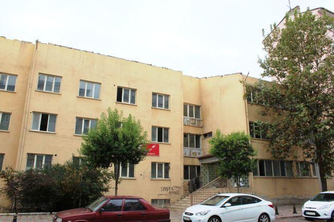ESKİ TAPU BİNASI TİNERCİ YUVASI HALİNE GELDİ (ERDAL AKBUĞA/MALATYA-İHA)