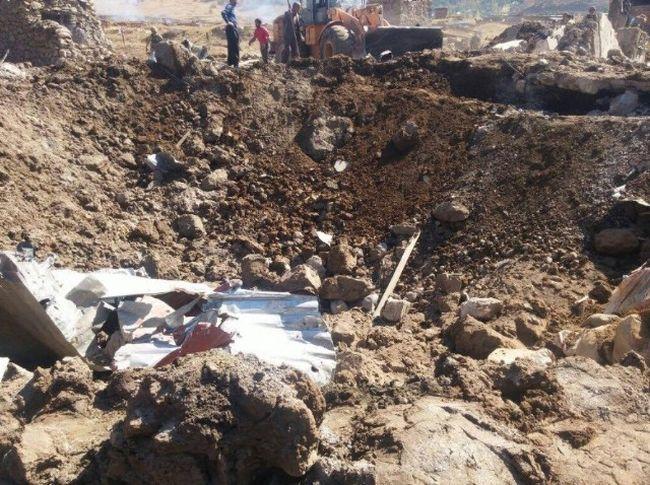 HAKKARİ'NİN ŞEMDİNLİ İLÇESİNDEKİ DURAK KARAKOLUNUN BULUNDUĞU BÖLGEYE PKK'LI TERÖRİSTLERCE BOMBA YÜKLÜ ARAÇLA DÜZENLENEN SALDIRIDA DEV ÇUKUR OLUŞTU. (İHA/HAKKARİ-İHA)