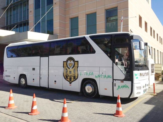 Ş.Urfa'da YMS Otobüsüne Boyalı Saldırı