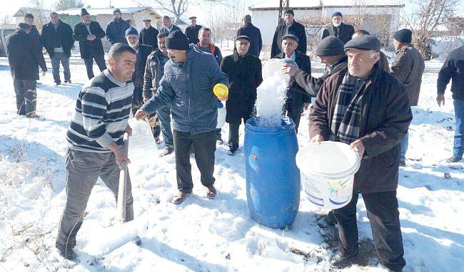 Su İhtiyacını Karla Karşılıyorlar