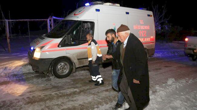 Ambulans Gidemedi, Hastayı Getirdiler!