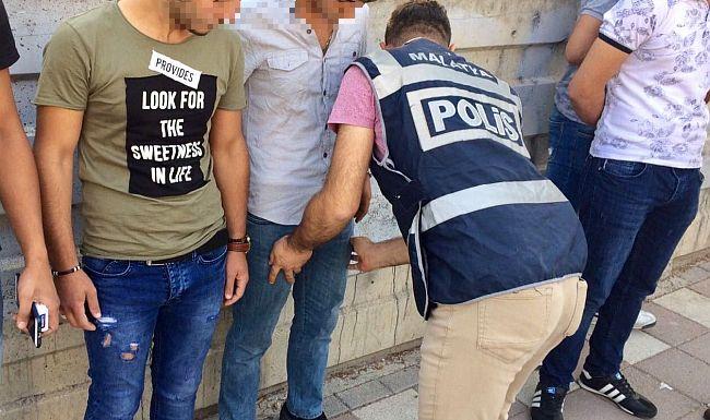 Polis Baskınlarında 24 Gözaltı