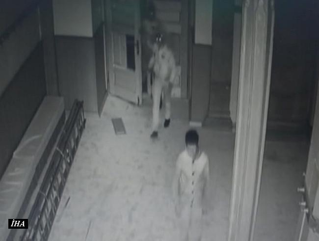 Camiye Kapısını Kırıp Giren Hırsızlık Şüphelileri Yakalandı
