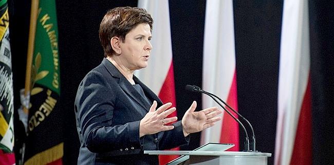 Kadın Başbakan İstifa Etti