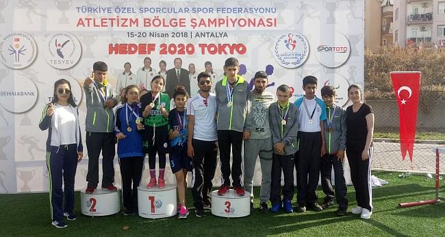 Şampiyonada Madalyaları Topladılar