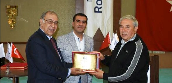 Gazeteci Orhan Apaydın'a Meslek Hizmet Ödülü