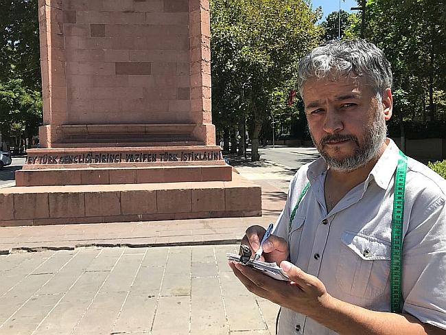 Heykeli Giydirmeye Terzi Mehmet Ali Talip!