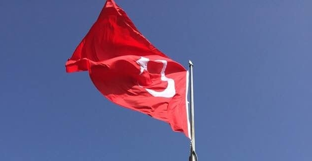 Emiroğlu Konağı'na Dev Bayrak