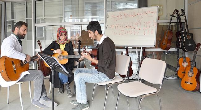 MABESEM Mahur Gitar Atölyesi
