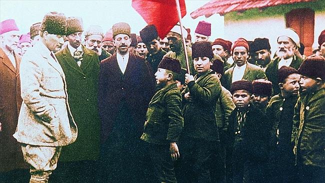 Atatürk'ü Minnet ve Özlemle Anıyoruz