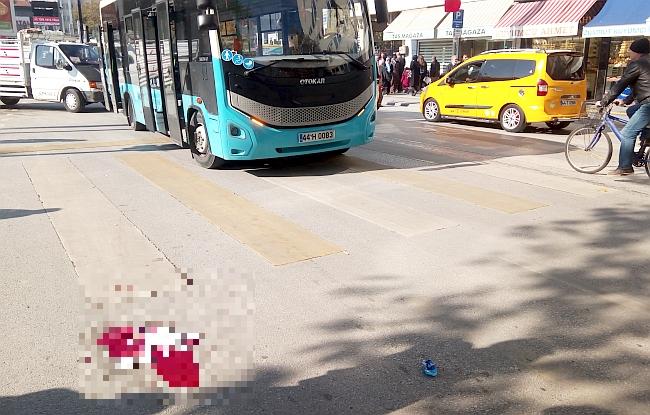 Halk Otobüsü Çarptı Ağır Yaraladı