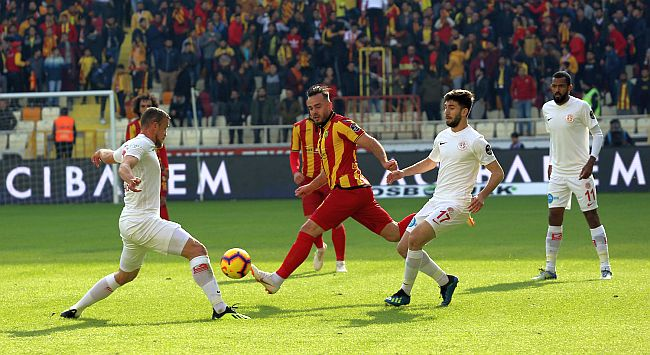 EYMS Zirve Yolunda Antalya'yı da Devirdi:2-0