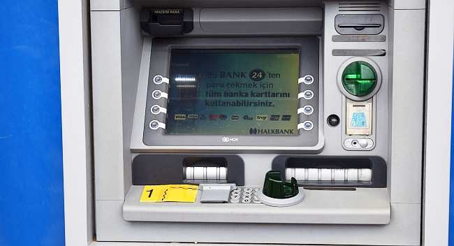 ATM'de Kopyalama Cihazı Bulundu