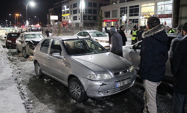 İki Kazaya 23 Araç Karıştı