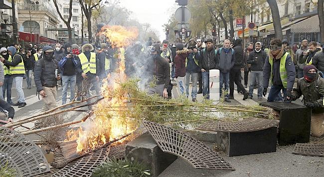 Fransa'da Yüzlerce Gözaltı