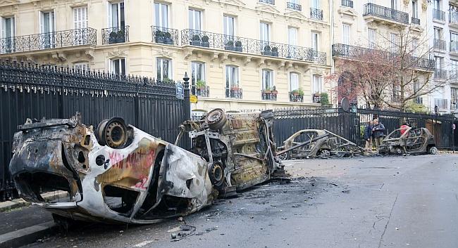 Fransa'da Hükümetten Geri Adım