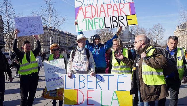 Fransa'da Macron Sansürüne Tepki