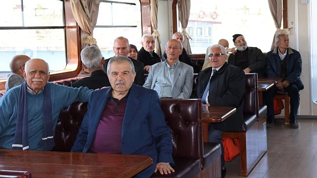 Yaşlılara Tekne Turu Düzenlendi