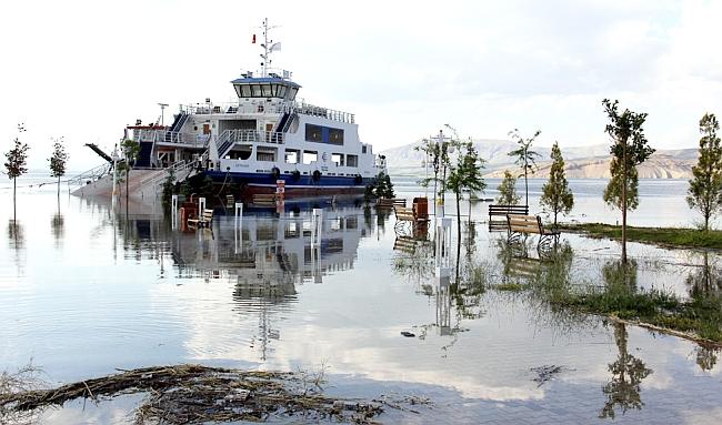 Karakaya Gölü'nde Su Seviyesi Daha da Yükseldi