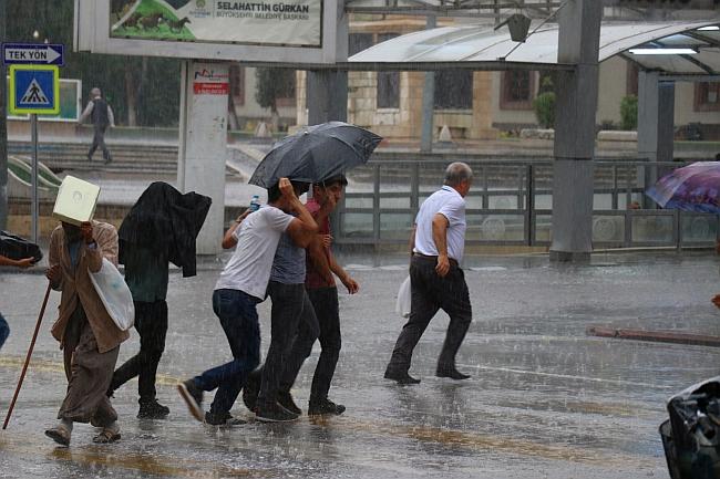 Meteoroloji'den Sağanak Yağış ve Rüzgar Uyarısı