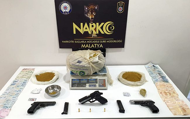 Malatya'da Bonzai ve 3 Silah Ele Geçirildi