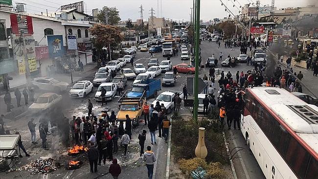İran'da Benzin Zammı Protestosu