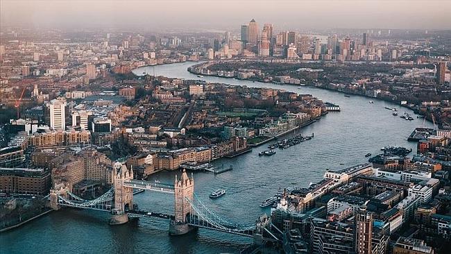 Londra'da Bıçaklı Terör Saldırısı: 2 Ölü, 3 Yaralı