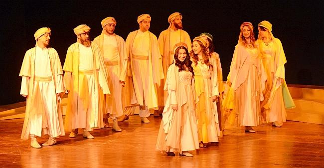 'Leyla İle Mecnun' Malatya'da Sahnelendi