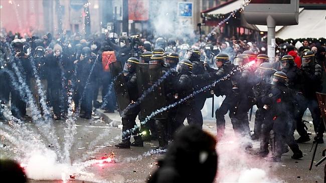 Fransa'da Emeklilik Reformu Protestolarına 500 Bin Kişi Katıldı