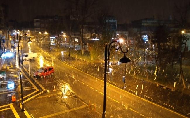 Gece Kar Yağdı, Yine Yağacak