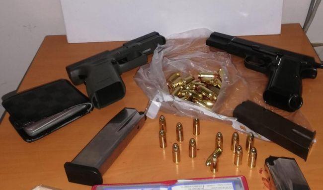 Polis 5 Silah ve Uyuşturucu Hap Ele Geçirdi