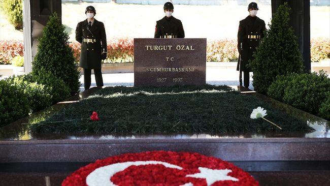 Turgut Özal Mezarı Başında Anıldı
