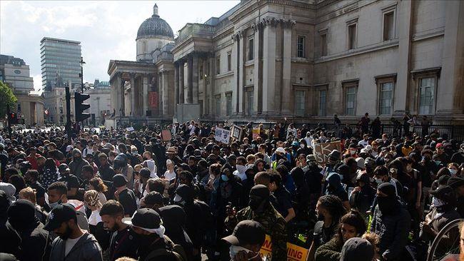 Londra'da Aşırı Sağ İle Irkçılık Karşıtları Çatıştı