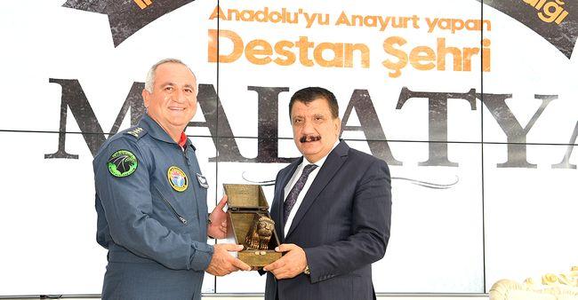 Emekli Olan 7. Üs Komutanı Veda Ediyor