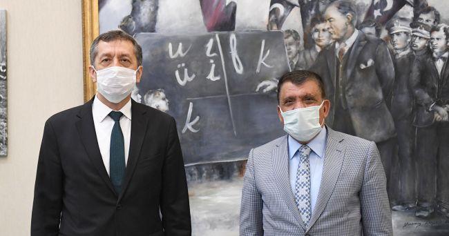 Gürkan, Bakanla 'Tören Alanı'nı Görüştü