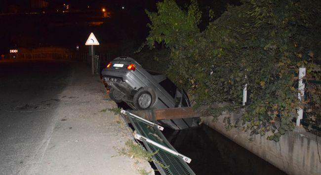 Otomobil Derme Kanalına Uçtu