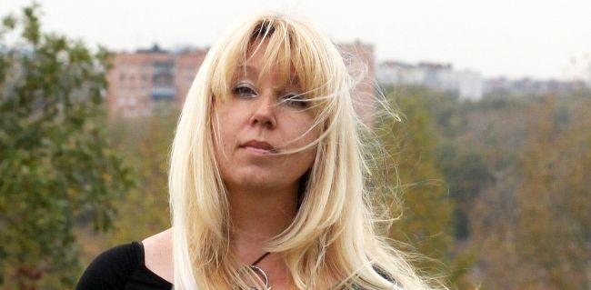 Polisin Evini Bastığı Rus Kadın Gazeteci Kendini Yaktı