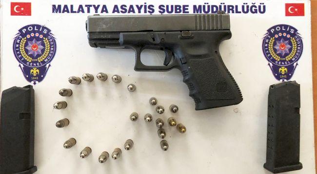 Polis, 5 Silah İle Uyuşturucu- Uyarıcı Madde Ele Geçirdi
