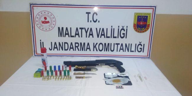 Şüpheli Araçta Uyuşturucu ve Silah Ele Geçti