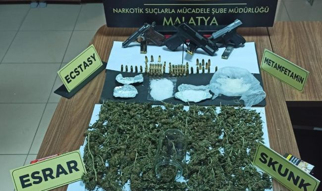 'Torbacı'da Uyuşturucu, Evinde 3 Tabanca ve FETÖ Yayını