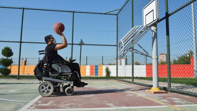 """""""Kendimi Engelli Bireylere Adadım"""""""