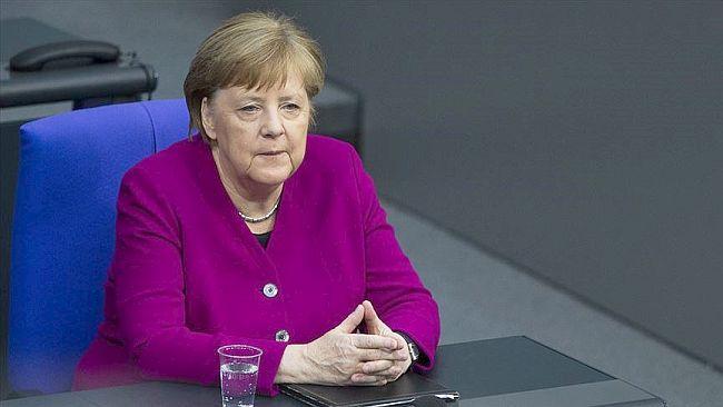 Merkel'den Korona Aşısını Geliştiren Türk Çifte Övgü