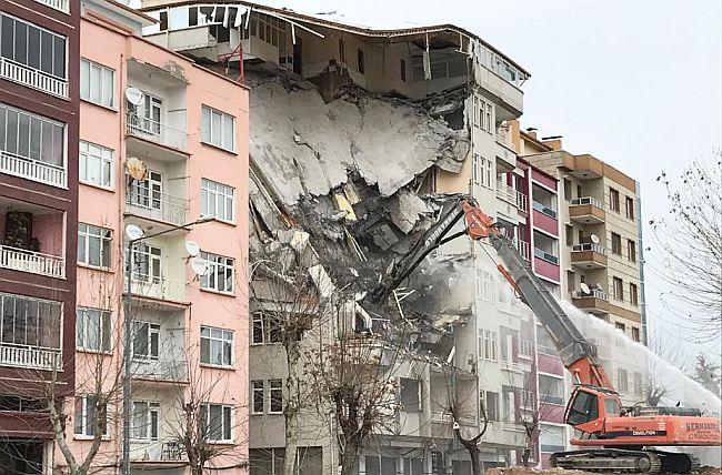 deprem hasar1