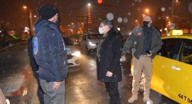 Emniyet Müdüründen Taksiyle Yılbaşı Gecesi Denetimi