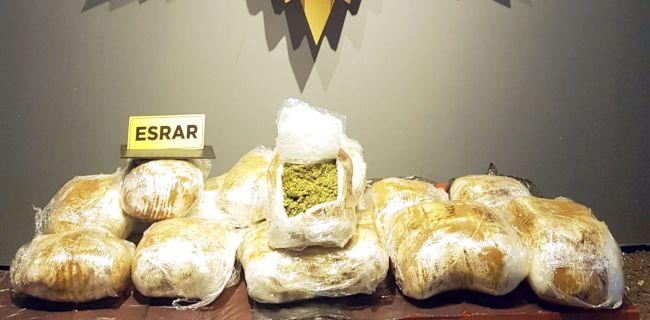 Peynir Bidonunda ve Çekicide Yüklü Araçta 38 Kilo Esrar