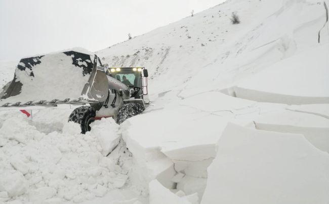 Tipi ve Çığdan Kapanan Yollarda Kar Mücadelesi