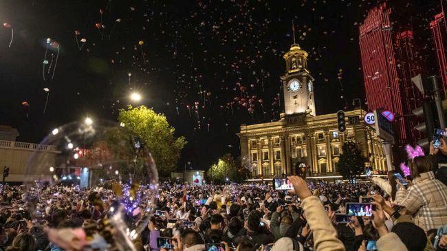 Koronanın Çıktığı Wuhan'da Meydanda Yılbaşı Kutlaması